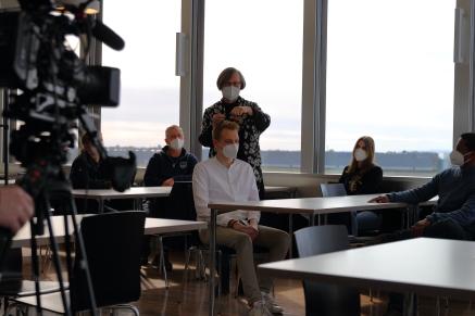 Salbung in Betanien - in der Kantine des Flughafens